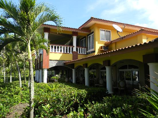 "Hotel Las Olas Beach Resort: main hotel building and ""Abigail"""