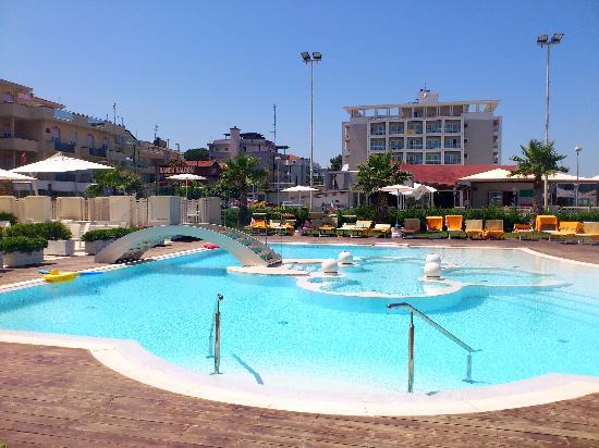 Dalla piscina foto di hotel corallo riccione tripadvisor - Piscina di riccione ...