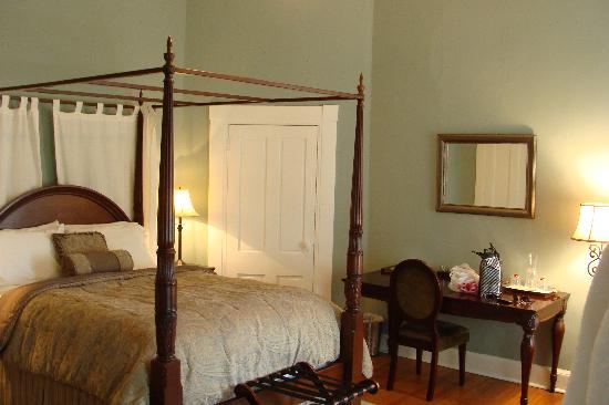 Bruce House Inn: the washington room