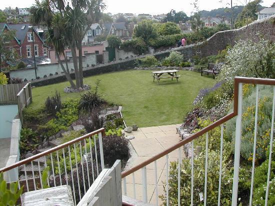 Goodrington Lodge Luxury Apartments: Communal back garden