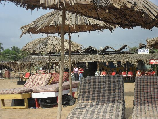Silver Sands Holiday Village: Bono's beach shack area