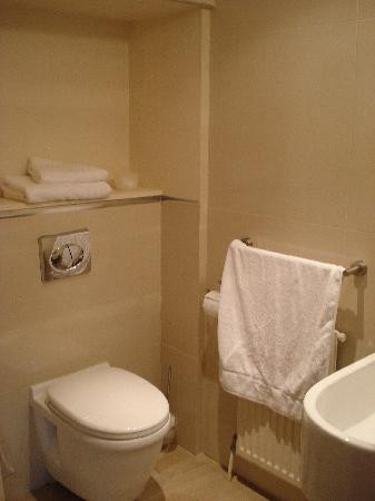 Melbourne House & Easthorpe: Bathroom