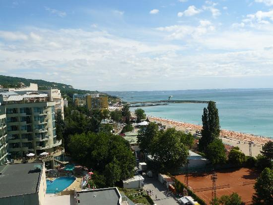 Lilia Hotel: The beach - view from the sky bar