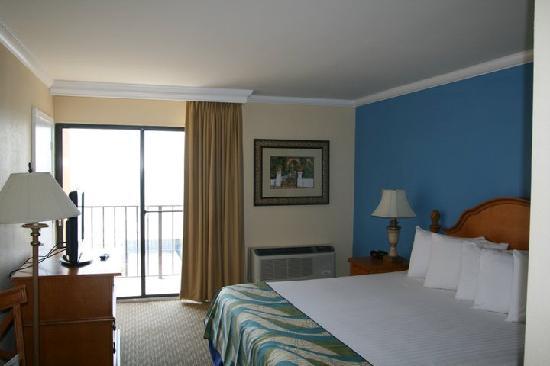 Aqua Beach Inn: Executive King
