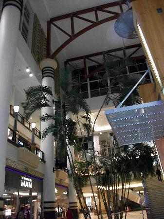 Gateway Theatre of Shopping: Light and space