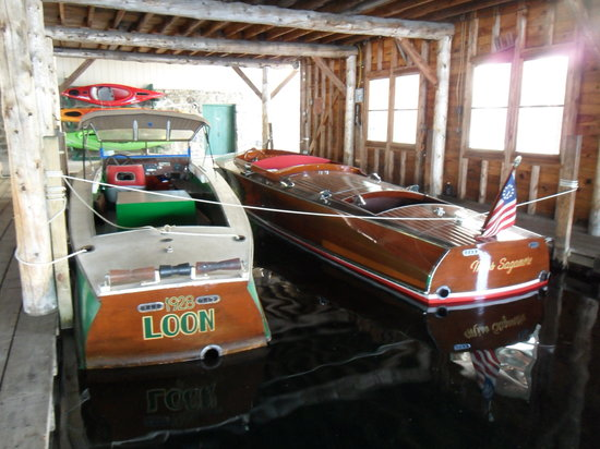 FR Smith & Sons Marina : Antique boats for charter