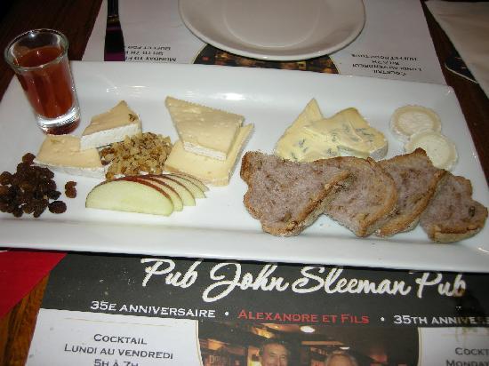 Alexandre et Fils: Cheese platter