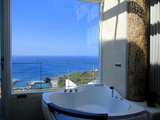 Ocean Paradise Resort: the  jacuzzi