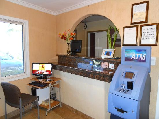 Harbor Inn & Suites Oceanside / San Diego: Front Desk