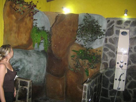 Hotel Mountain Paradise: The wonderful bathroom!