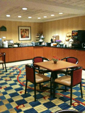 Wingate by Wyndham Greenville Airport: Breakfast dining room