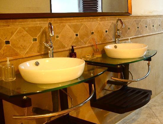 Galle Heritage Villa by Jetwing: en suite bathroom