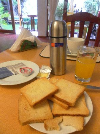 Casa Bianca: Chargeable non-buffet breakfast contrary to website