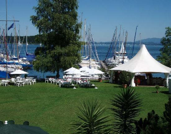 Yachthotel Chiemsee: Hafen und Chiemsee
