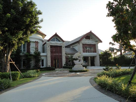Royal Sammuk Villa : The Luxuary House