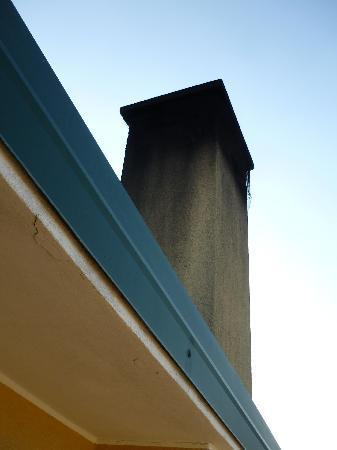 Garni Tosca: scarico fumi sul terrazzino
