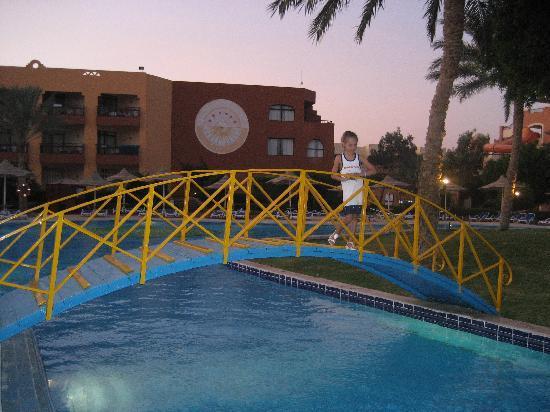 Nubian Village Hotel: бассейн