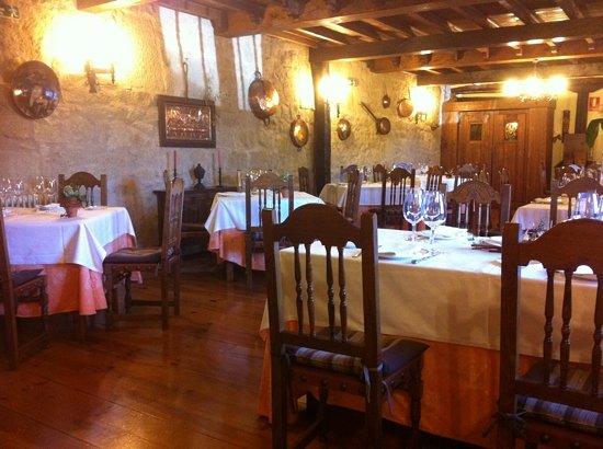 Restaurante La Cueva de Doña Isabela: Rustic Dinning room