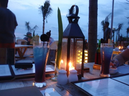 Mozzarella by the Sea at Maharta : candlelit dinner looking out over the beach