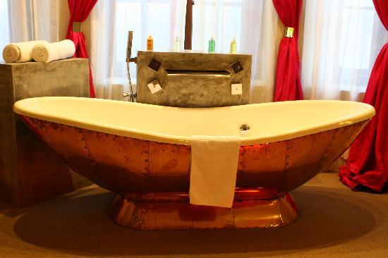 Casa Colombo: Bath tub up close :)
