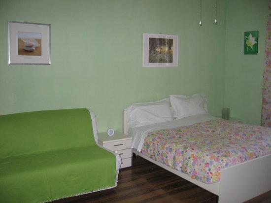 Fragolino Hostel: Our green room!