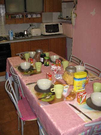 Fragolino Hostel: Breakfast