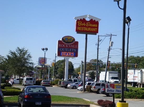 Days Inn Lancaster PA Dutch Country: Rockvale Outlets - Walking Distance!!!!