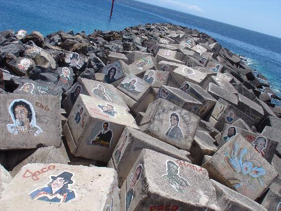 Hotel Taburiente: Bemalte Steine bei Auditorio de Tenerife