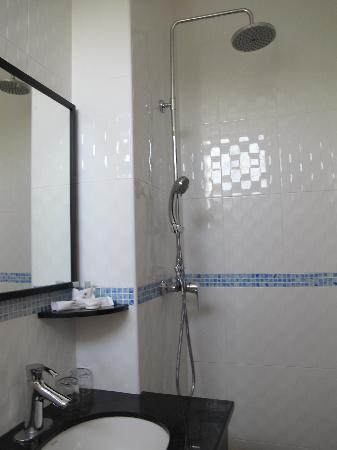 Hotel Hallmark Inn: bathroom