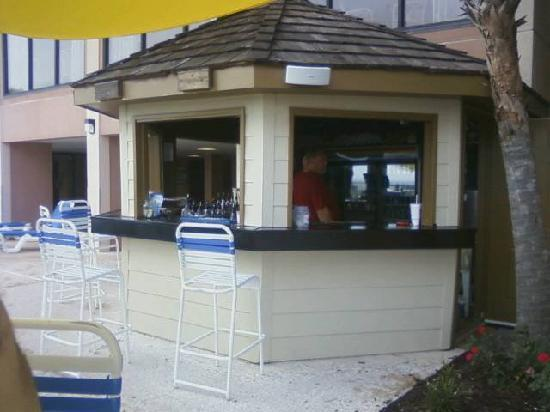 Sandcastle South Beach Resort: here is their outside bar