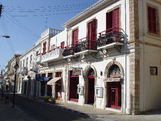 Kiniras Hotel: Sfeervol rustig en toch midden in de stad