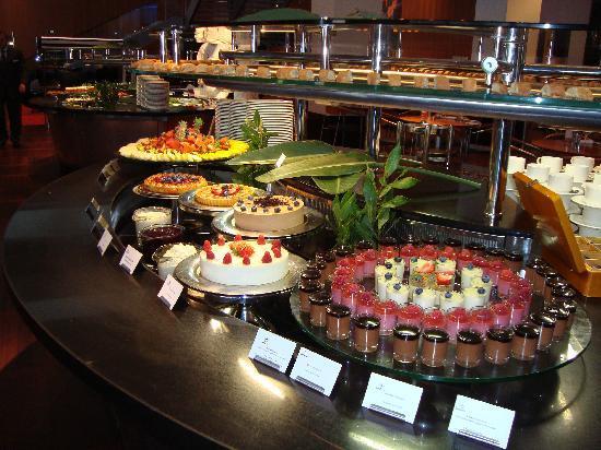 Clarion Hotel Copenhagen Airport: Taste of Europe evening dinner buffet