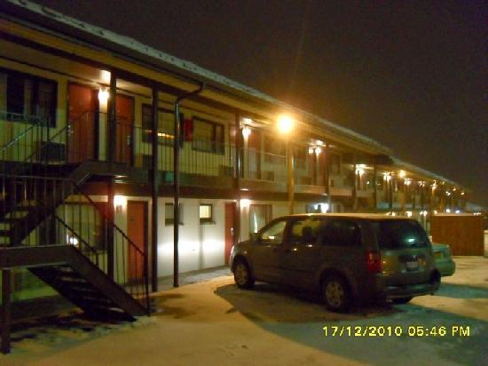 Econo Lodge South: Outside
