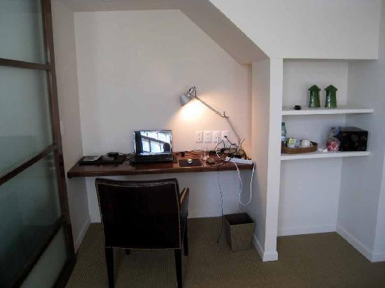 Le Biblo, Hotel Boutique: Desk