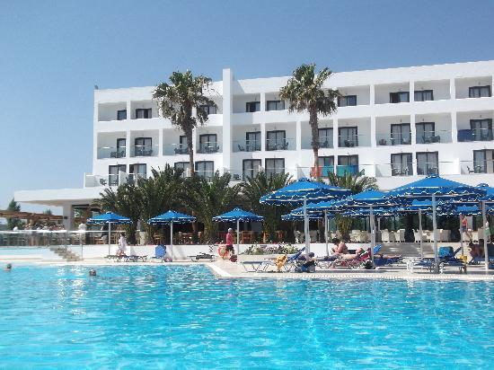 Mitsis Faliraki Beach Hotel & Spa: hotel and pool