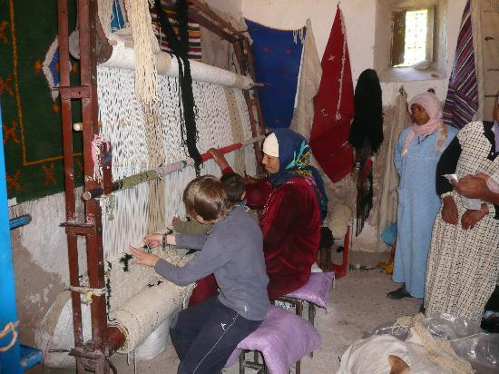 Fabrication De Tapis Berbere Picture Of Kasbah Des Roses Hdida