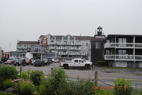 Trade Winds Inn: View of hotel from harbor