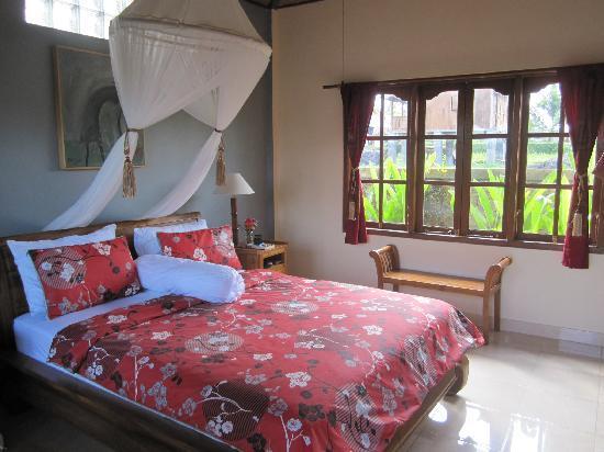 Sawah Sunrise Bed & Breakfast: Queen Garden Down stair with privat balcon