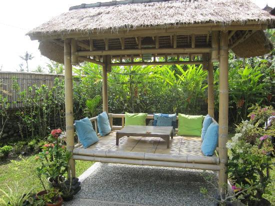 Sawah Sunrise Bed & Breakfast: Nice bambo gazebo