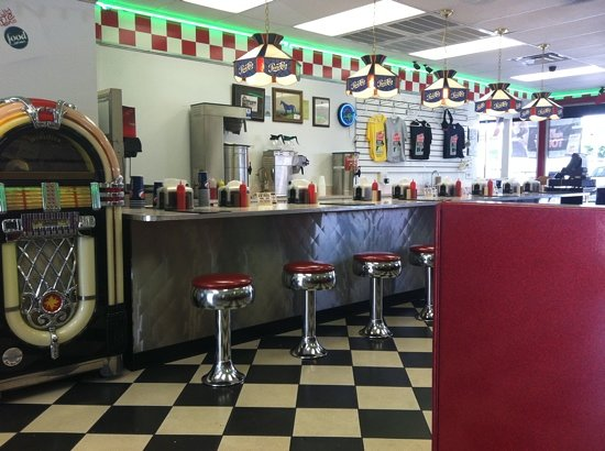 Parkette Drive In: inside counter