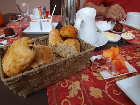 La Halte Montaigne: Breakfast