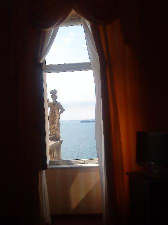 Hotel Villa del Sogno : The window of our room