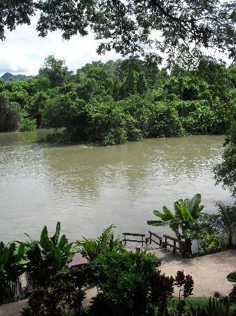 Oriental Kwai Resort: el río