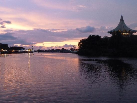 360 Xpress Citycenter Kuching: the beautiful waterfront at sunset