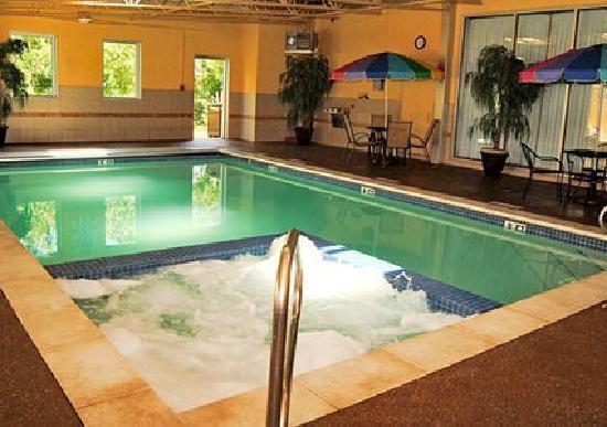 Comfort Inn & Suites: Indoor Pool and Hot Tub
