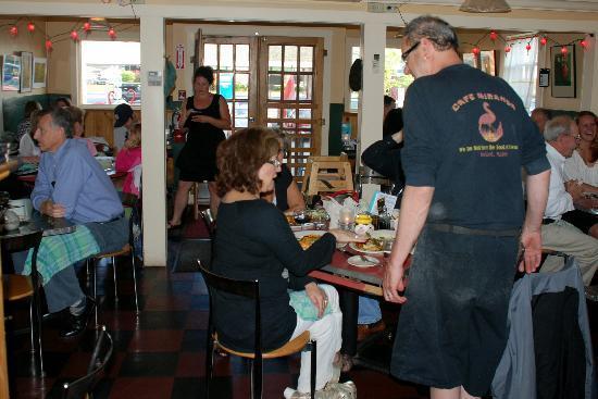 Cafe Miranda : Owner Greeting