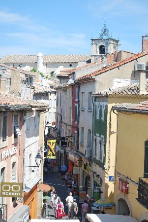 L'Isle-sur-la-Sorgue, Frankrike: Rue-de-la-Republique