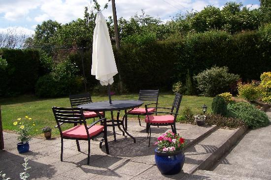 Dunboy Bed & Breakfast: Patio Area