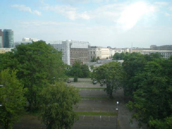 Ibis Berlin City Potsdamer Platz: Desde la ventana,Topografía del terror al fondo