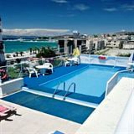 Hotel Istankoy Kusadasi: SWIMMING POOL ON THE ROOF